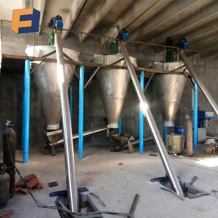 一、概述与用途: DSH悬臂双螺旋锥形混合机是集日本悬臂单螺旋和国内SLH双螺旋锥形混合机之优点的一种新型高效混合设备。该机可广泛应用于化工、医药、农药、复合肥、染料、颜料、橡胶、建材、食品、饲料、添加剂、精细化工、陶瓷、矿山、耐火材料等各行业的固-固(即粉体与粉体)混合、固-液(即粉体内添加液体)混合。该机对混合物适应性强:对热敏性物料不会产生过热现象;对颗粒物料不会压馈和磨碎;对比重悬殊和粒度不同的物料组成的混合不会发生分层离析现象;对粗粒、细粒和超细粉等各种颗粒、纤维或片状物料的混合也有较好的适应